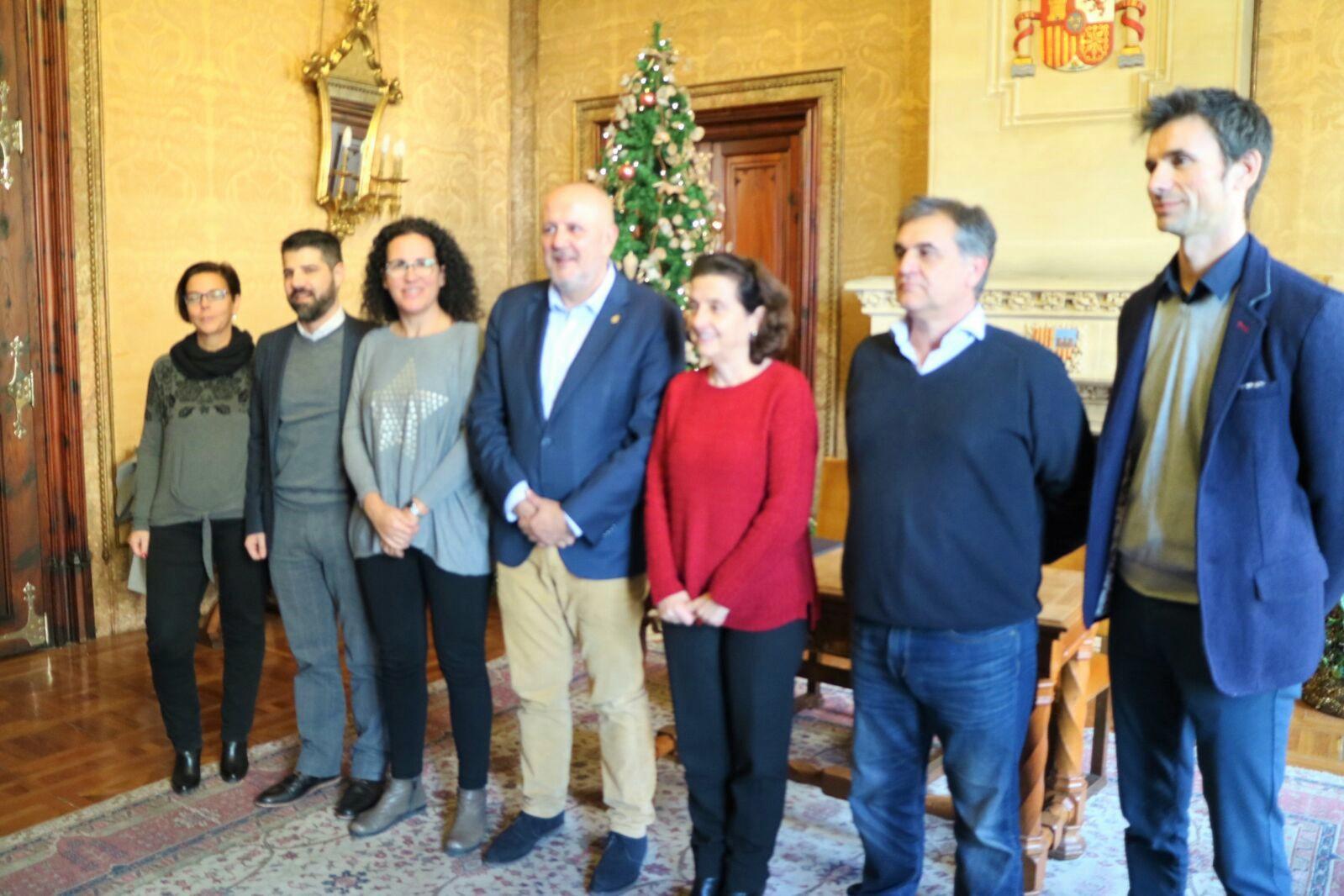 Foto de grup de les autoritats que han assistit a l'acte de la signatura