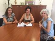 Margalida Puigserver amb les directores d'inclusió social i de menors, Teresa Vallespir i Magdalena Gelabert, respectivament