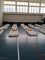El polideportivo de Sant Ferran se ha habilitado para acoger personas sin hogar durante la crisis del coronavirus..